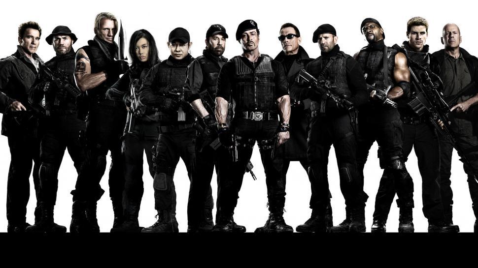 A képen Sylvester Stallone, Arnold Schwarzenegger és a többiek.