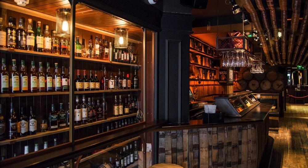 dingle whisky bar 3 CROP